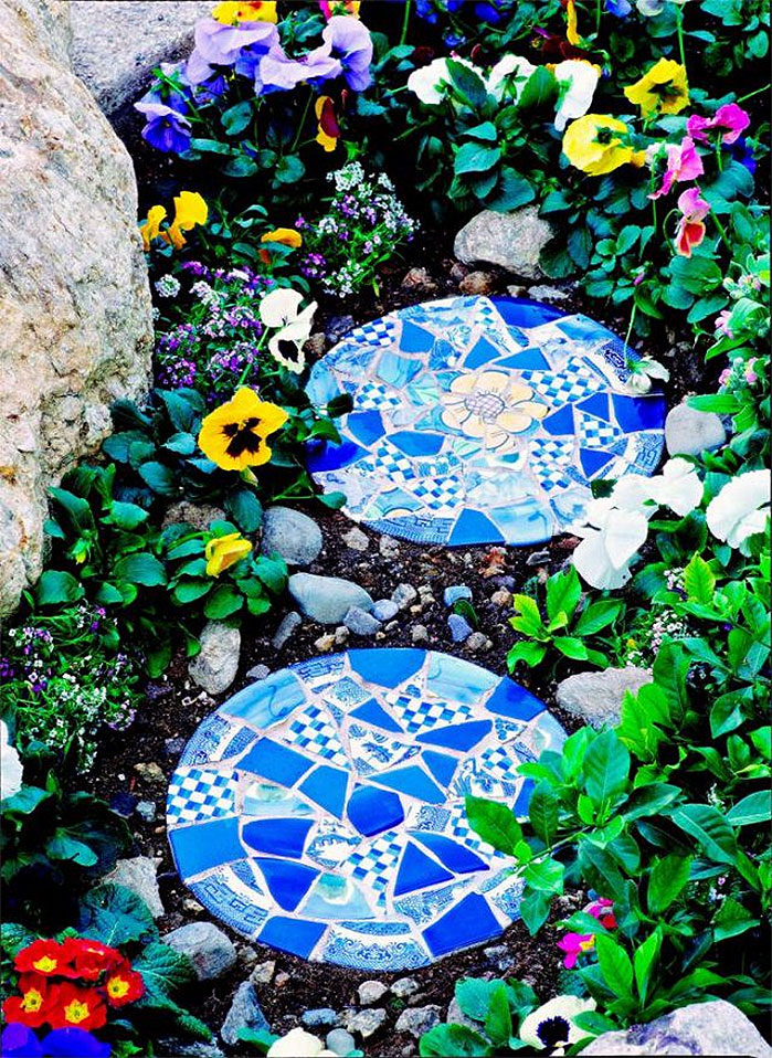 DIY Mosaic Stepping Stones from Old Tiles