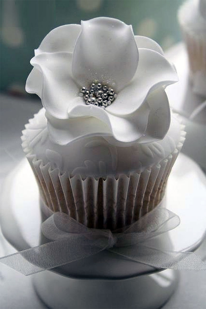 Elegant and Delicious White Cupcakes