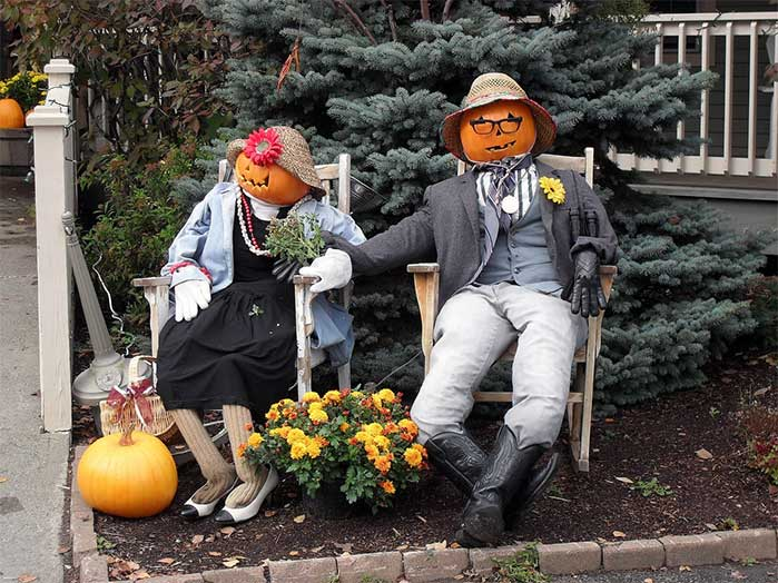 Mr. and Mrs. Pumpkin DIY Outdoor Fall Display
