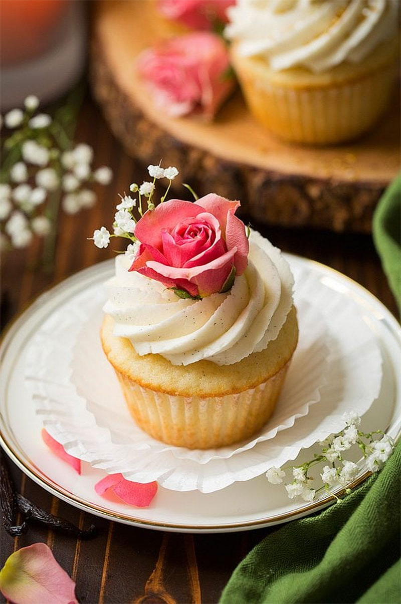 Vanilla Bean Cupcakes with Vanilla Bean Buttercream Frosting