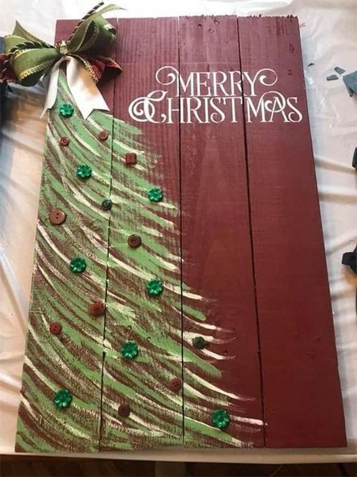 DIY Wooden Pallet Christmas Tree Sign