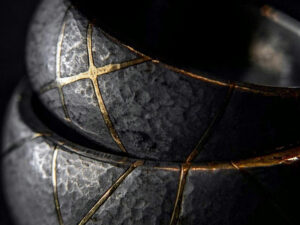 The Fractured Beauty of Kintsugi (Kintsukuroi) Pottery