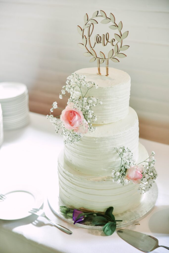 Love Baby's Breath Wedding Cake