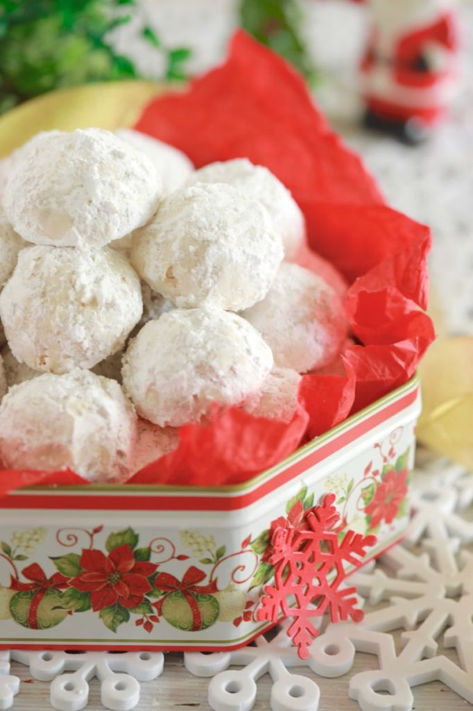 Best Christmas Snowball Cookies