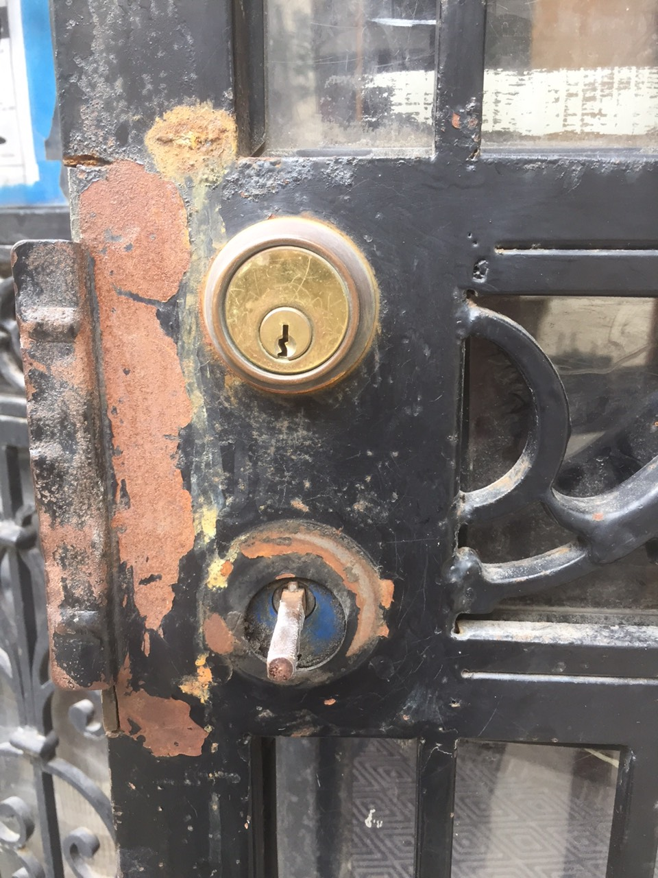 Security gate BEFORE locks replacement