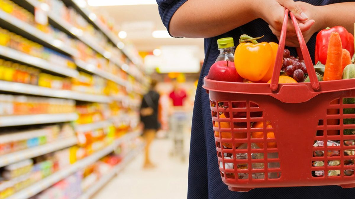 Essential Hacks To Save On Groceries