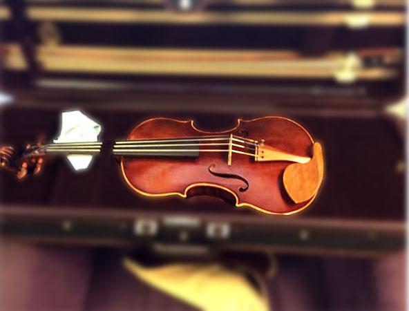 Morris violin, case