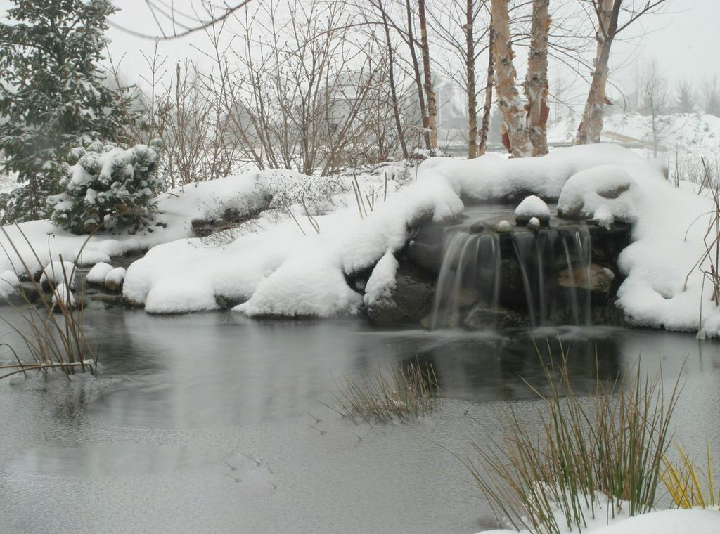 Pond winterizing waterfall