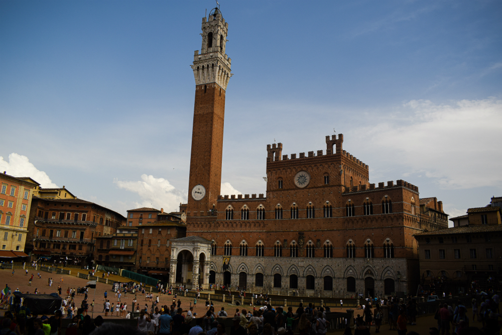 visit the torre in siena