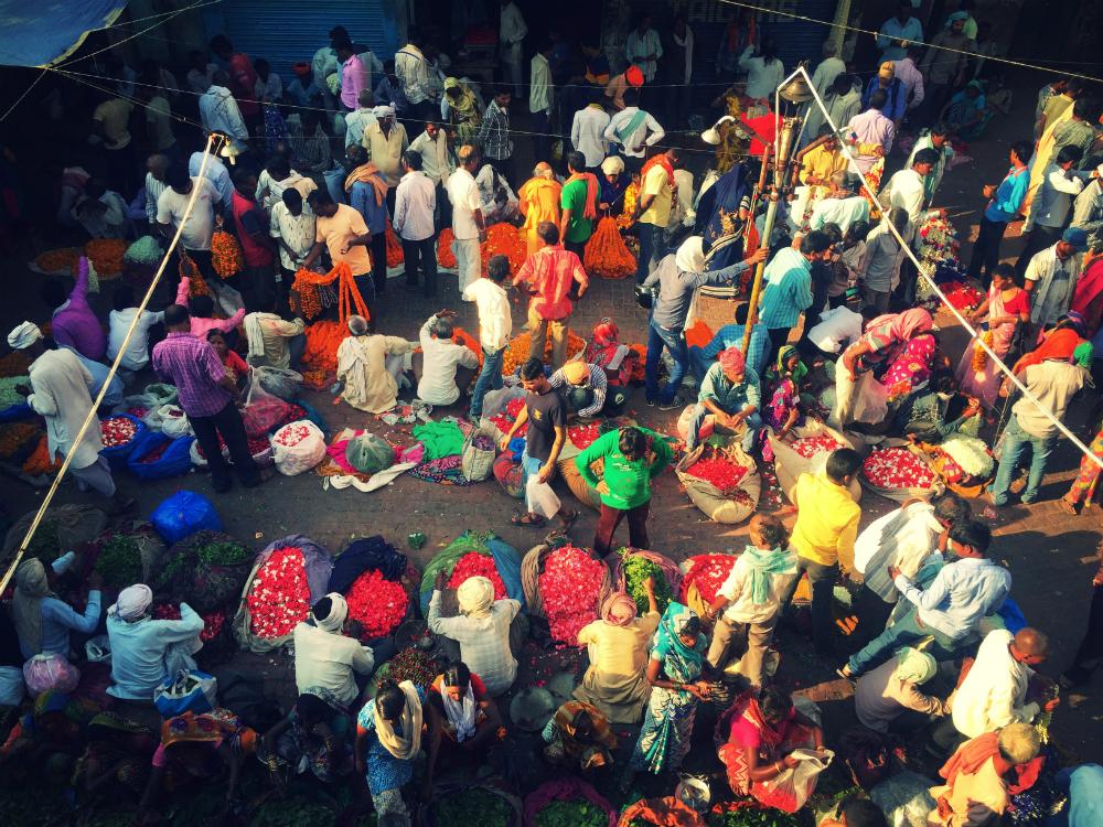 flower market in varanasi