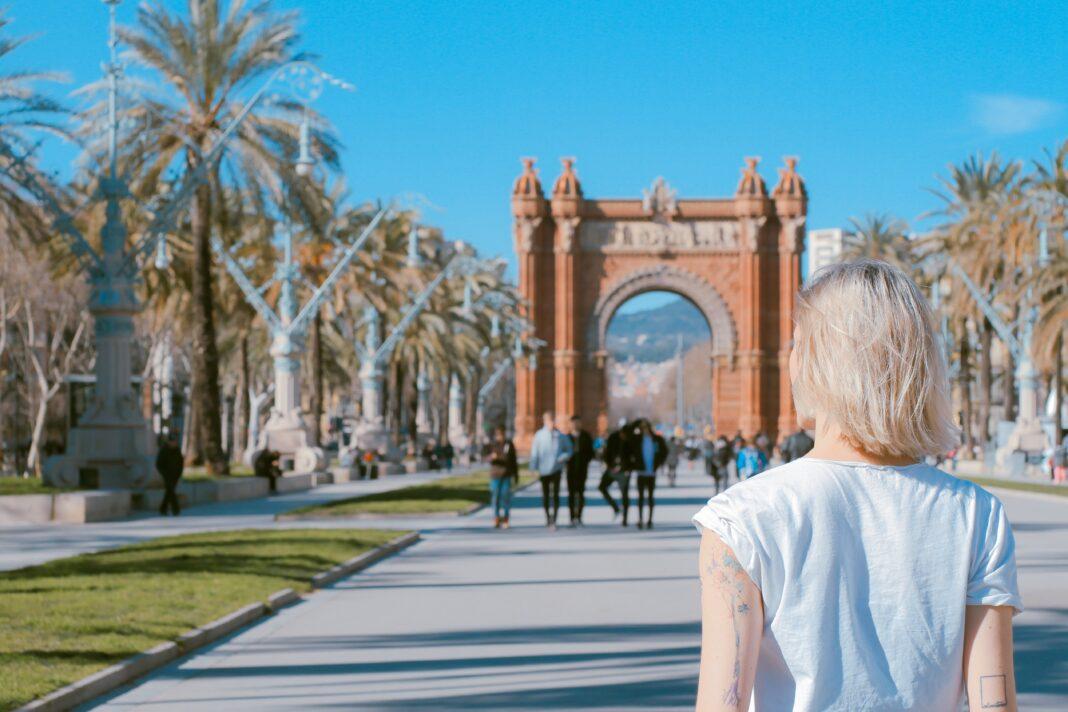 Woman at the Arco de Triunfo de Barcelona Spain