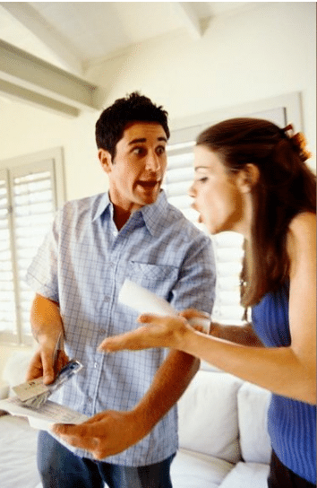 Pelea en matrimonio por estar en desacuerdo con las deudas