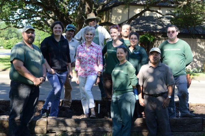 Texas 'rose lady' donates 200 rose bushes to garden