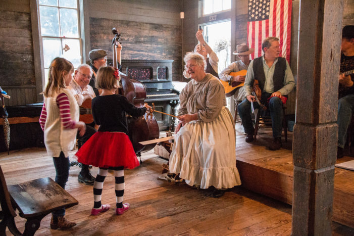 Candlelight shows Dallas pioneers' traditions