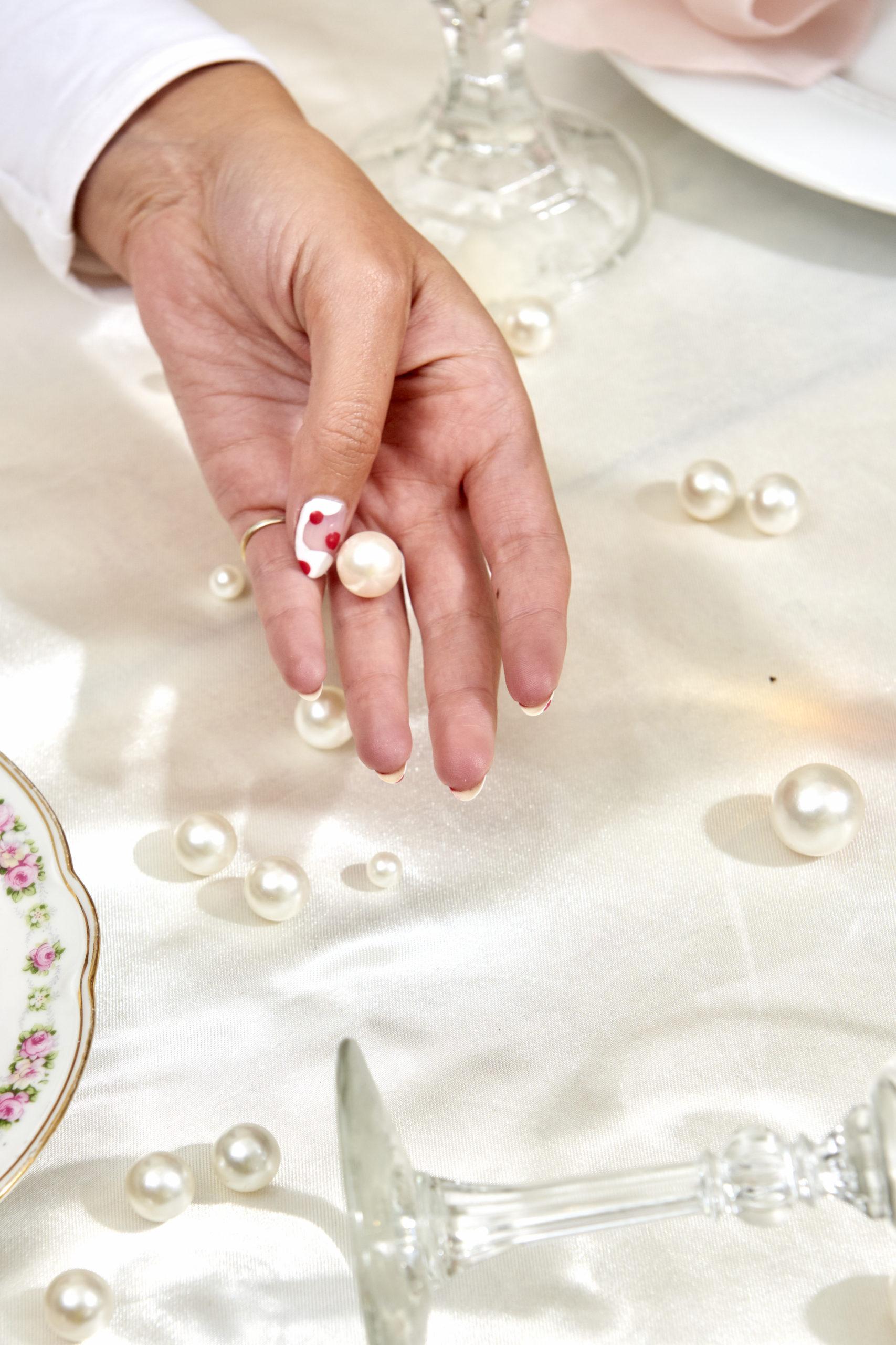 Yasara Gunawardena – Pearls – Hand