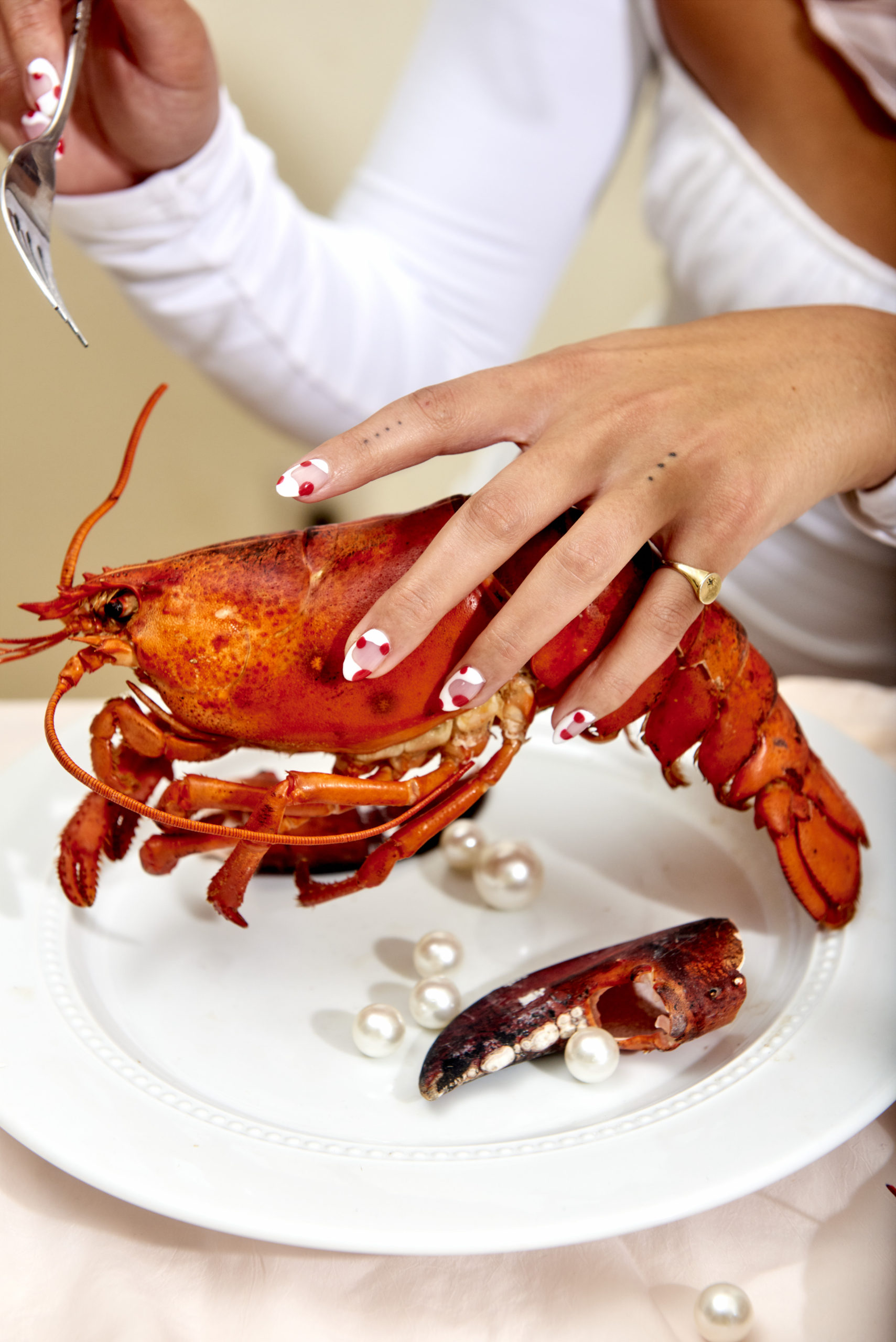 Yasara Gunawardena – Pearls – Lobster Hand