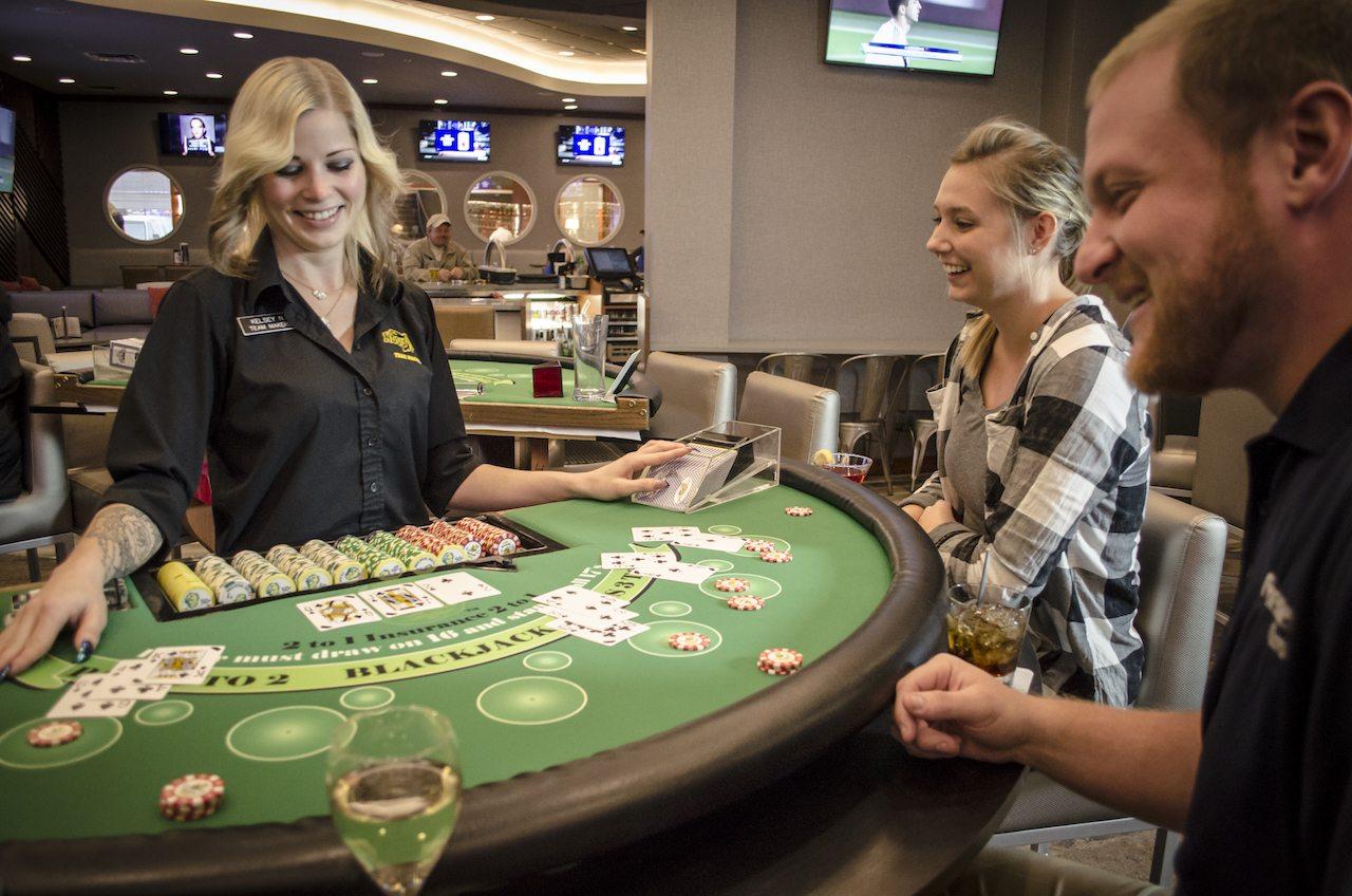 holiday inn fargo spirits lounge casino