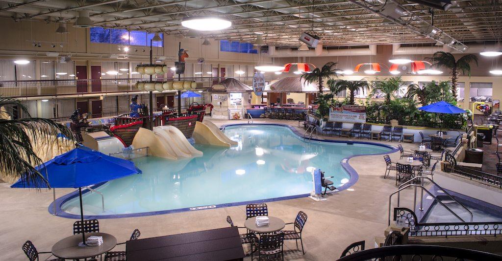 holiday inn fargo shipwreck bay pool