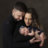 Newborn photo with parents