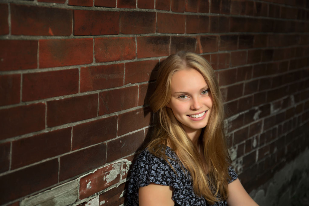 springville senior photographer, senior pics, outdoors, brick alley, urban