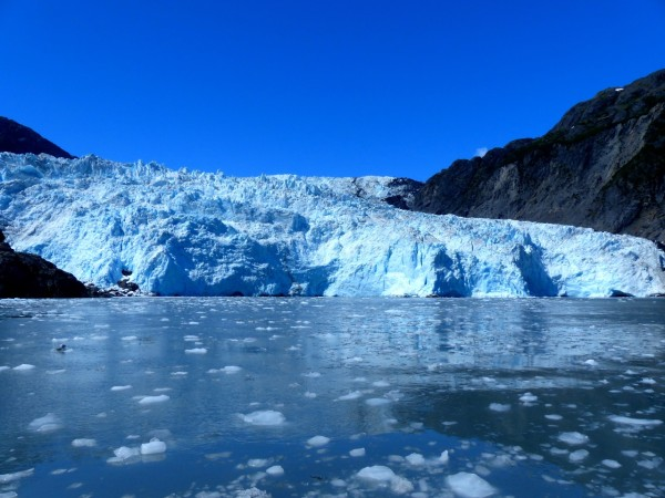 Glacier with floating ice bits