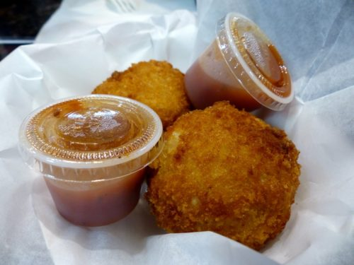 Philadelphia- Best Things to Eat at Reading Terminal Market- Cajun Mac and Cheese