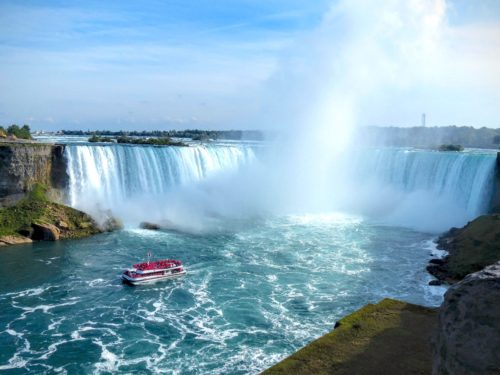 niagara-falls-horseshoe-falls-with-boat-2
