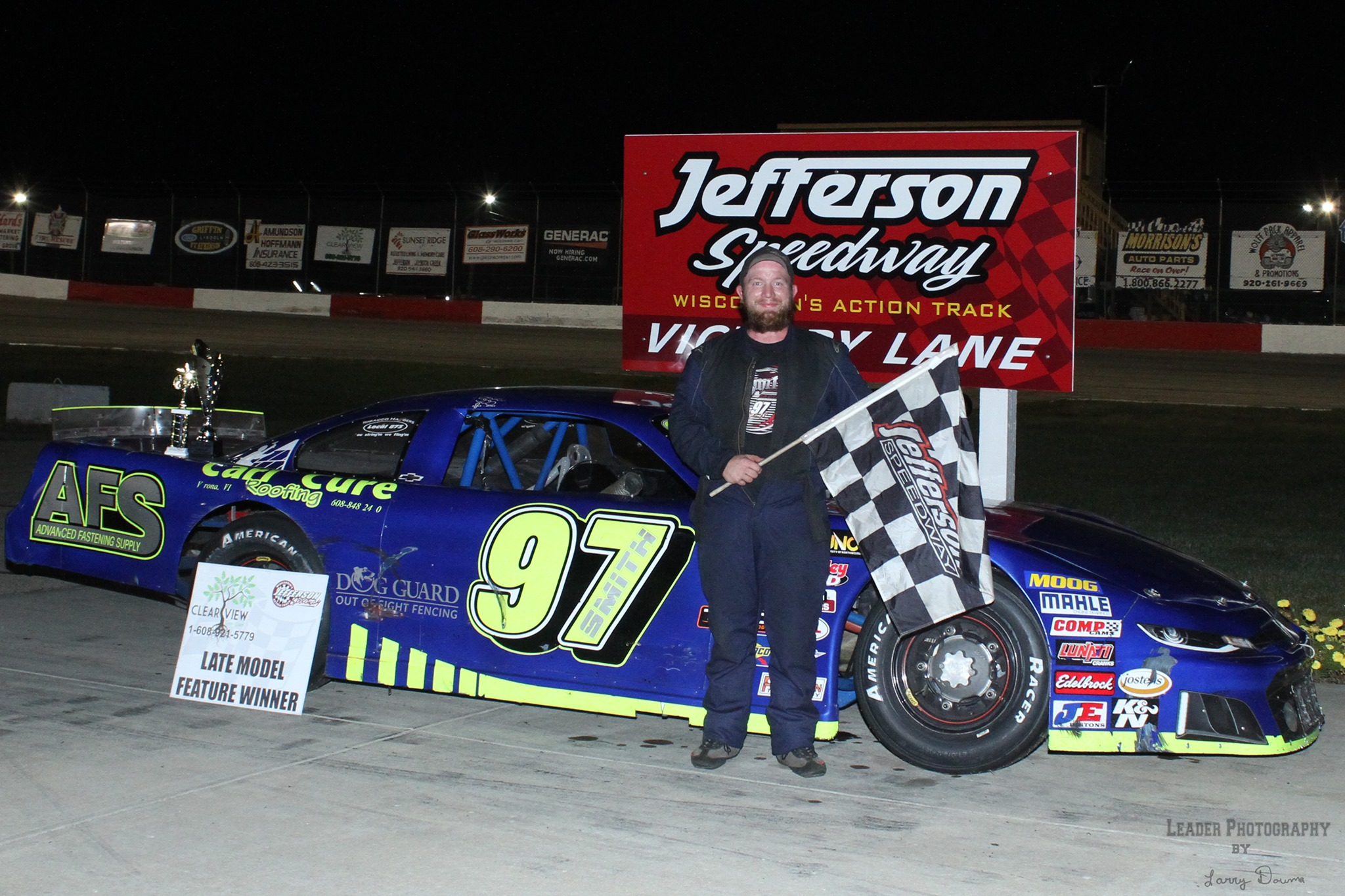Smith Scores Feature Victory