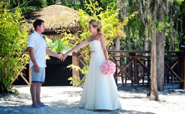 Planning a Destination Wedding to Orlando?  Here are six helpful hints from the locals wedding pros.