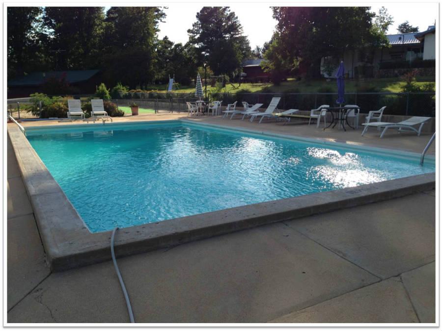 Outdoor_Pool_3_900.jpg