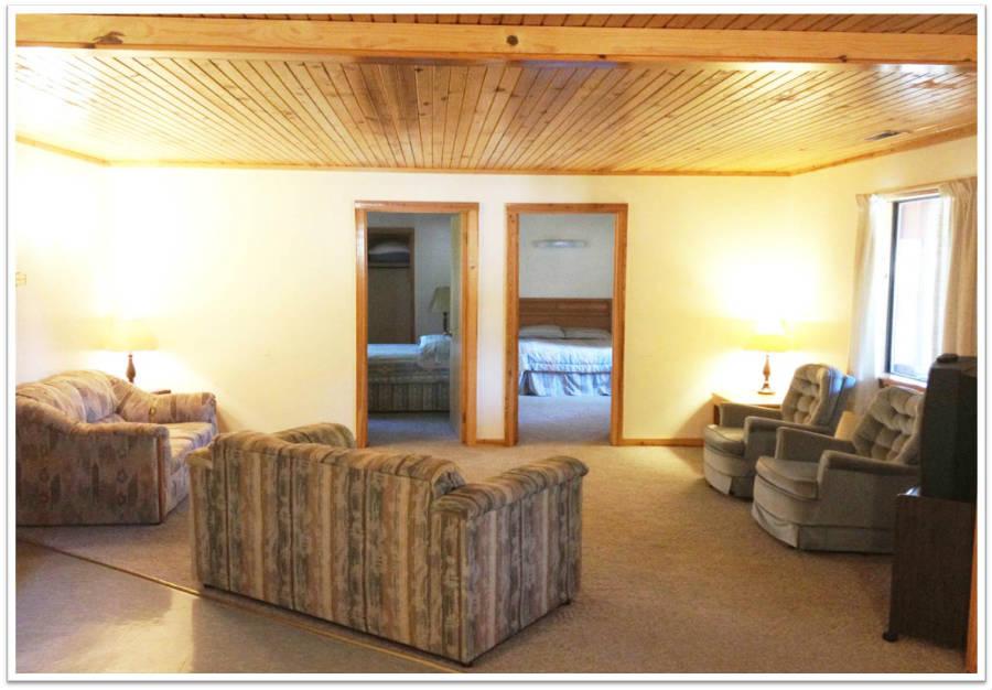 Cabin_Livingroom_1_900.jpg