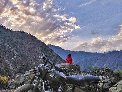 Sunset on my way back from Teetwal while enjoying the panoramic view of the surrounding mountain ranges.