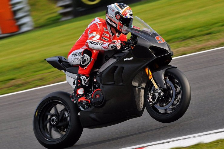 Michele Pirro takes the 2019 BSB and WSBK Ducati Superbike for a run at Brands Hatch 2018