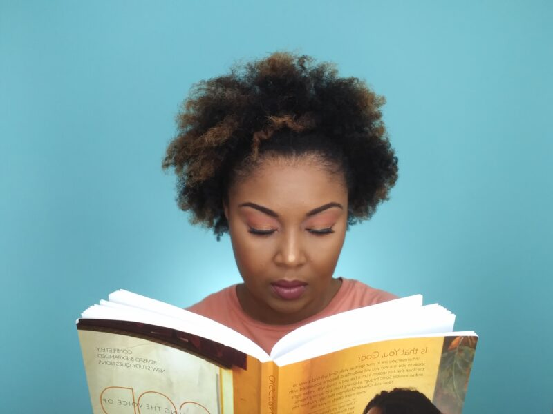This Bahamian Gyal blogger, Rogan Smith quietly reads Priscila Shirer's spiritual book, Discerning The Voice of God.