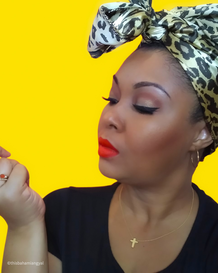 DC-based blogger, Rogan Smith shows off her Tarte Cosmetics eyeshadow on her eyes