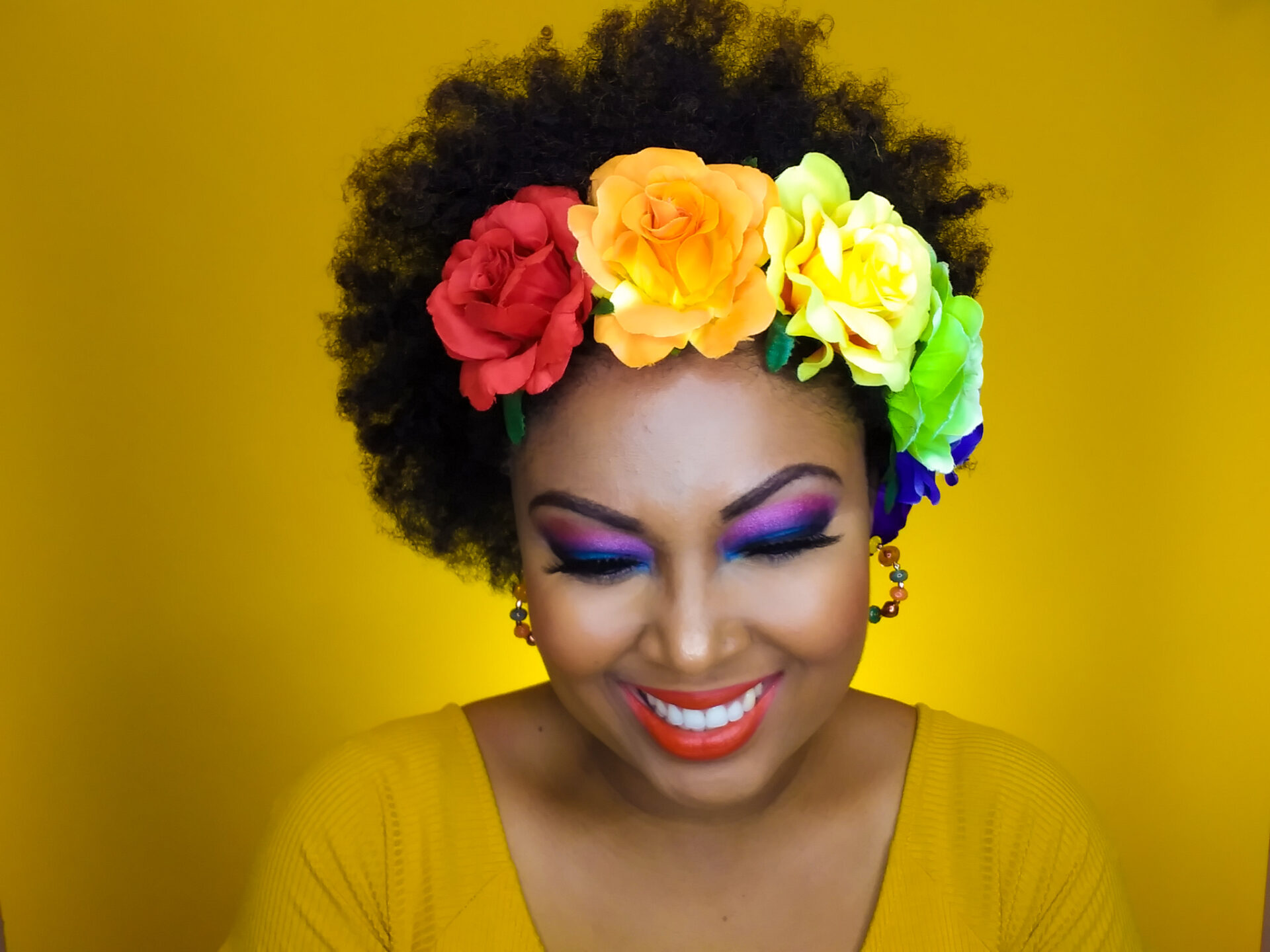 This Bahamian Gyal blogger, Rogan Smith wears bold colours on her eyes and lips.