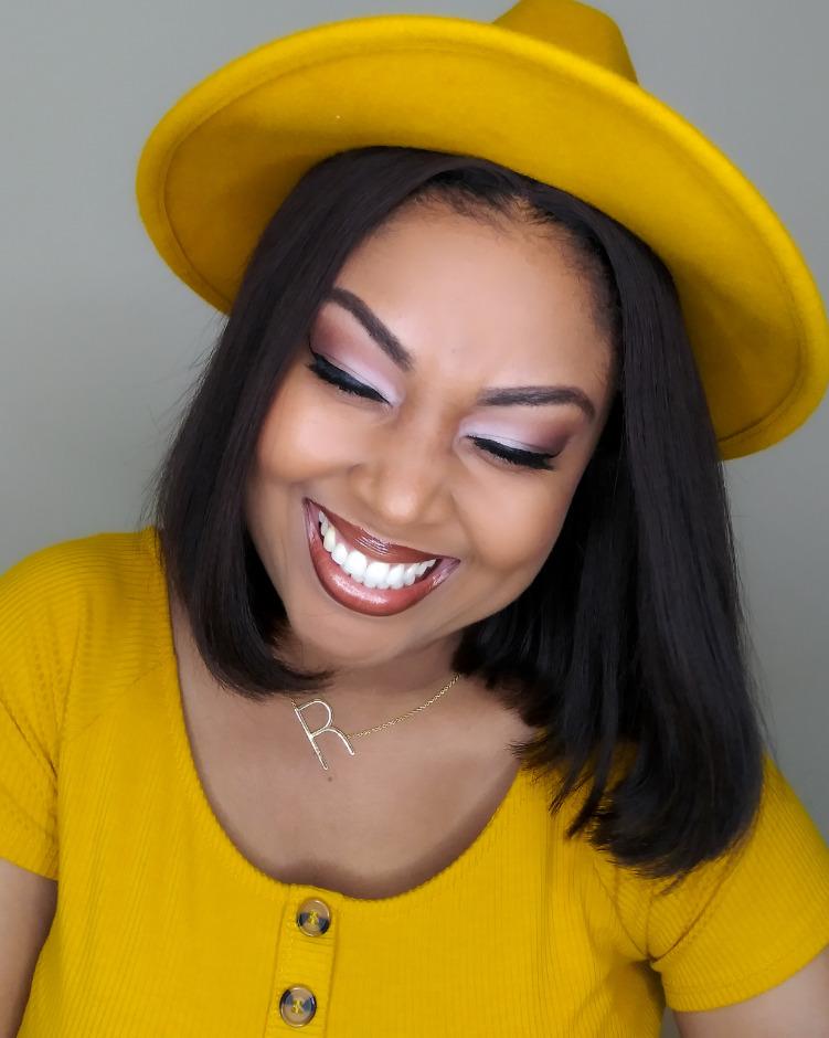 This Bahamian Gyal blogger, Rogan Smith shows off her mustard Universal Thread fedora.