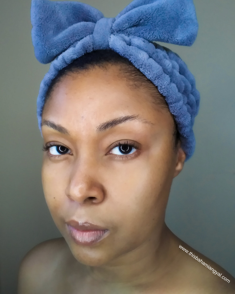 Beauty blogger, Rogan Smith wears a blue headband and shows off her clear skin after using the Clearasil Rapid Rescue Deep Treatment face wash.