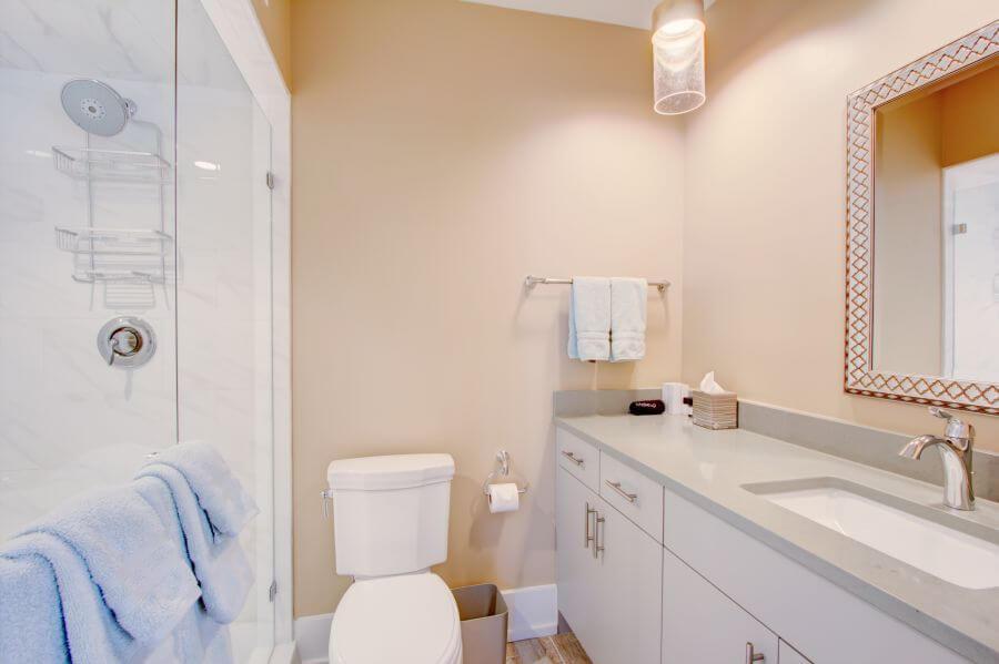 The Jasper Suite Main Bathroom
