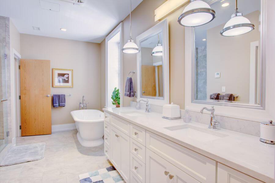 Steeple Suite First Main Bathroom
