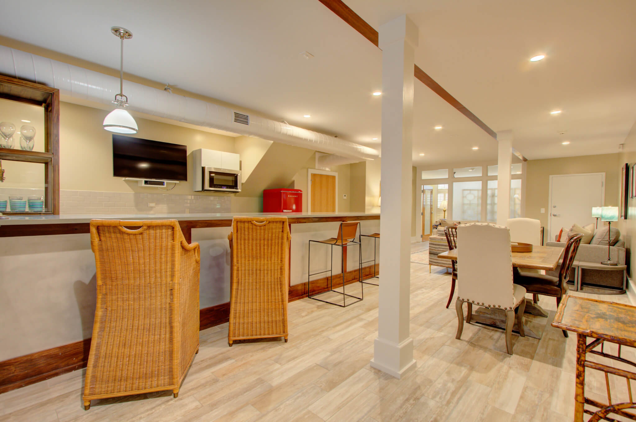 Charleston Chestnut Suite Kitchen and Dining Area