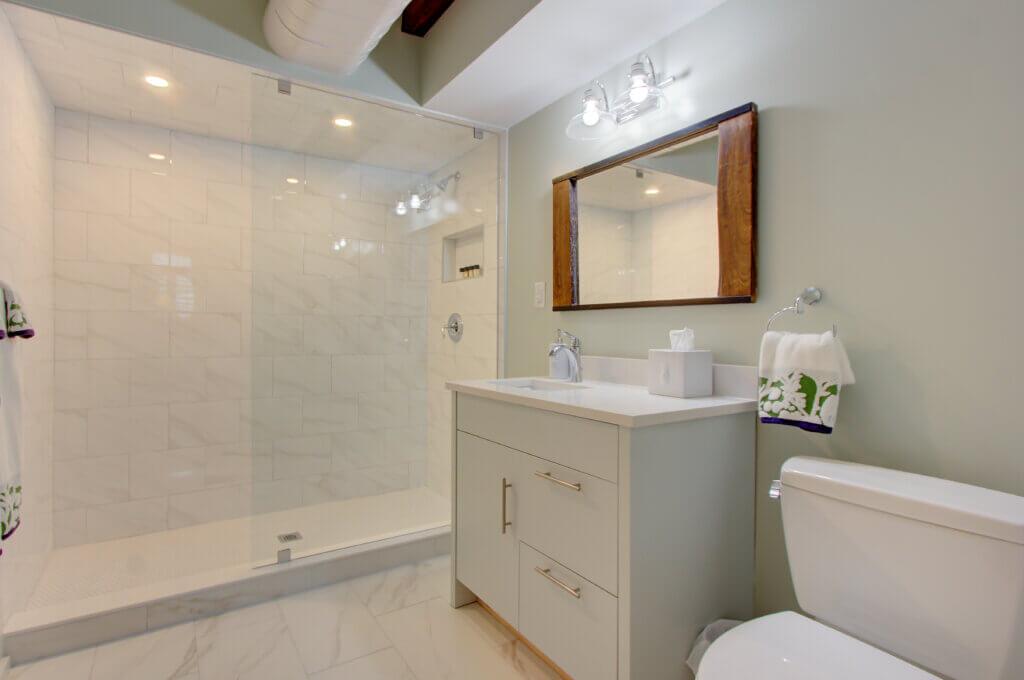 Chestnut Suite Master Bathroom