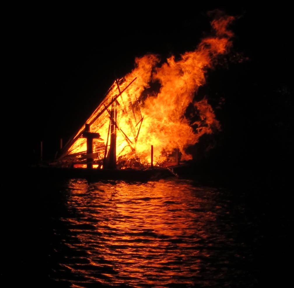 2013jan1-fireonbayou