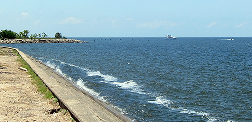 lakefront-waves-boats