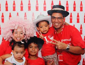 family-coca-cola