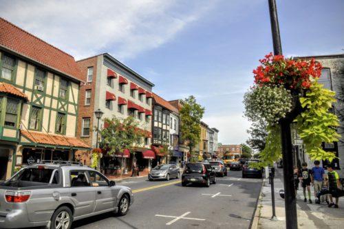 gettysburg-getaway-lincoln-square-shopping-cute-street-2