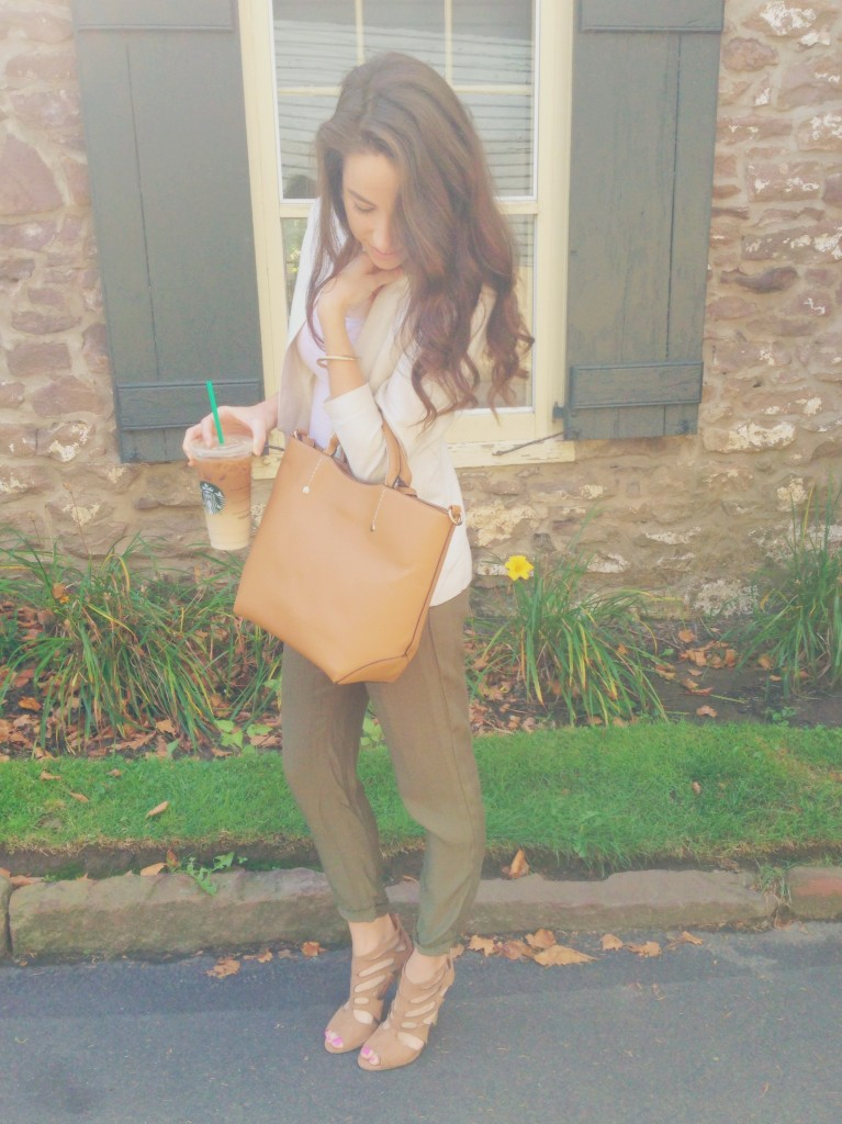 summer to fall transitional wardrobe pieces | a faux leather camel tote