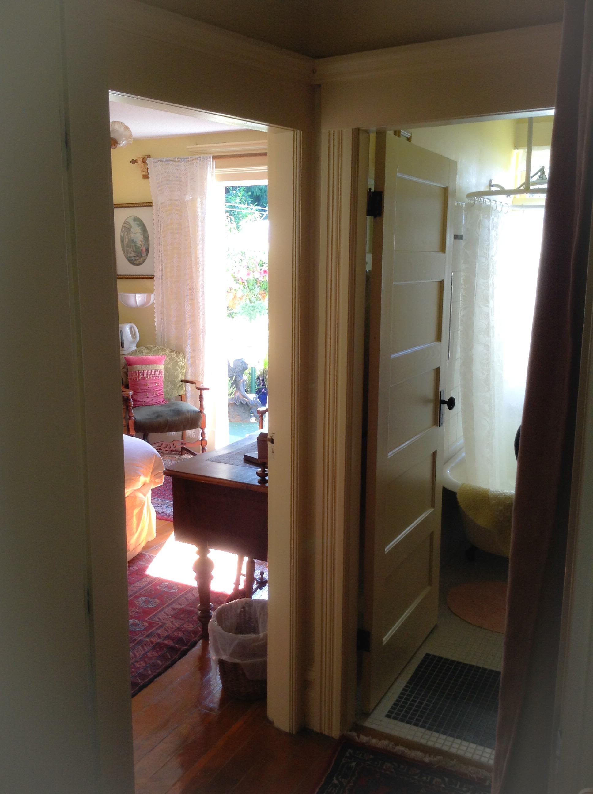 Lavender Room Suite Private Entrance