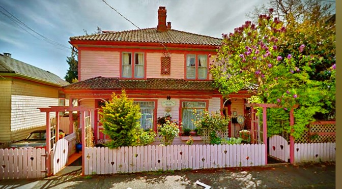 Victoria BC Vacation Rentals at the Gingerbread Cottage