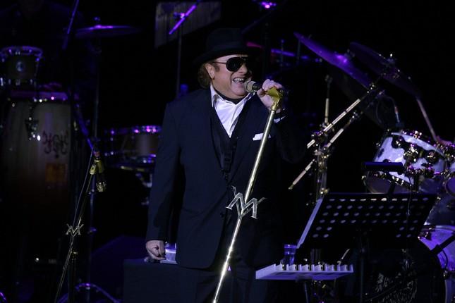 Review: Van Morrison delivers inspired jazz-rock show in Oakland